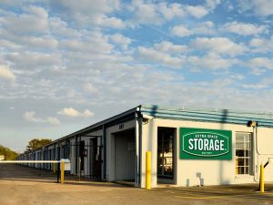 Extra Space Storage - Clute - Brazos Park Dr