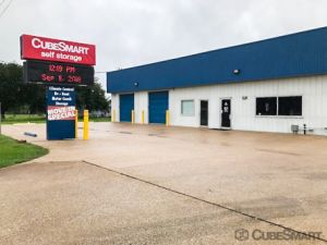CubeSmart Self Storage - Old River Winfree
