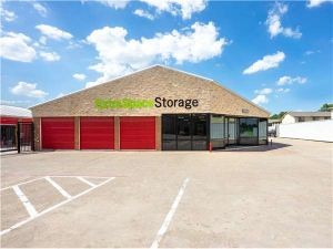 Extra Space Storage - Irving - W Airport Fwy