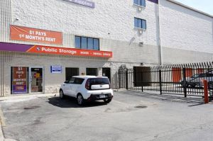 Public Storage - Chicago - 4072 N Broadway Street