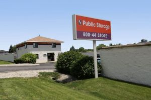 Public Storage - Aurora - 945 N Farnsworth Ave