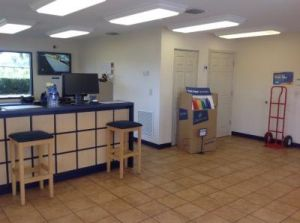 life storage tampa east hillsborough avenue units and prices 6010 e hillsborough ave in. Black Bedroom Furniture Sets. Home Design Ideas