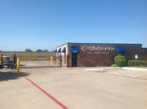 Life Storage - Euless
